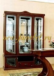 МДФ 1 витрина трёхдверная с нишей, стеклянные полки, зеркала.